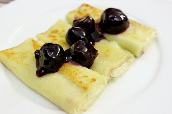 Cheese Blintzes With Cherry Sauce 2 (550x367)