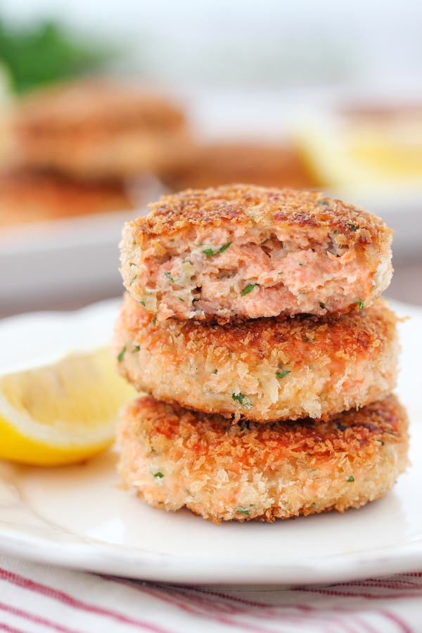 Juicy Salmon Cakes made with fresh salmon and a crisp panko breading