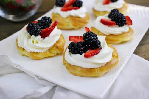 Cream Puff Pastries with Berries