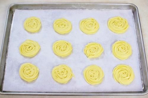 Pate a choux dough on a baking sheet (3)
