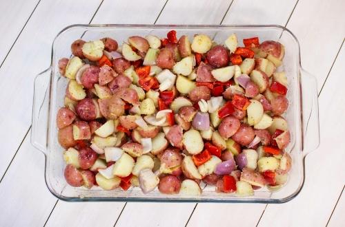 potatoes, pepper, shallot in baking pan (500x330)
