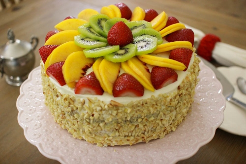 Fluffy Honey Layer Cake With Fruit And Almonds (2) (500x334)