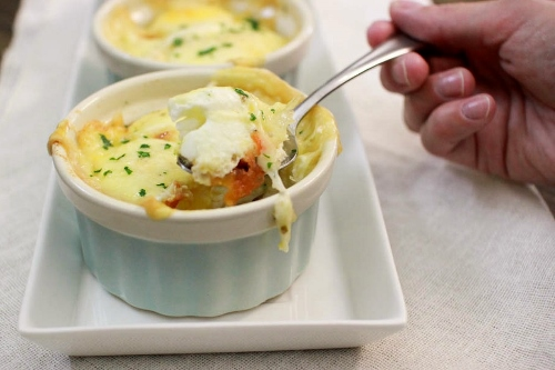 Tomato, Pepper and Herb Baked Eggs with Gruyere Cheese (2) (500x333)