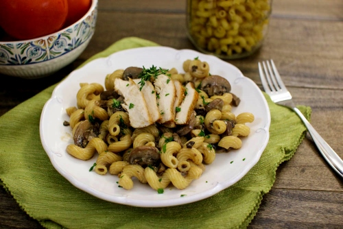 Chicken and Creamy Mushroom Pasta (500x334)