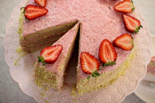 Strawberry Mousse Cake (2)