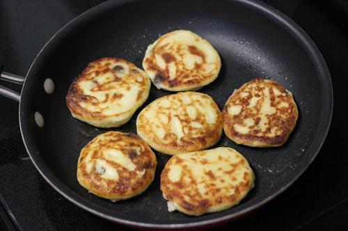 Sirniki (Russian Farmer's Cheese Pancakes)-1-27