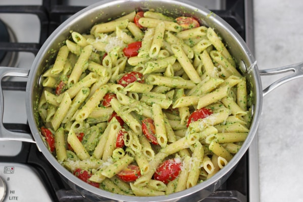 Pesto Pasta With Chicken Tenders, Shallots and Cherry Tomatoes-1-17
