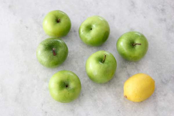 Granny Smith apples and a lemon for apple filling