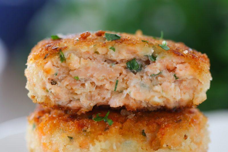 Juicy Salmon Cakes aka Salmon Patties